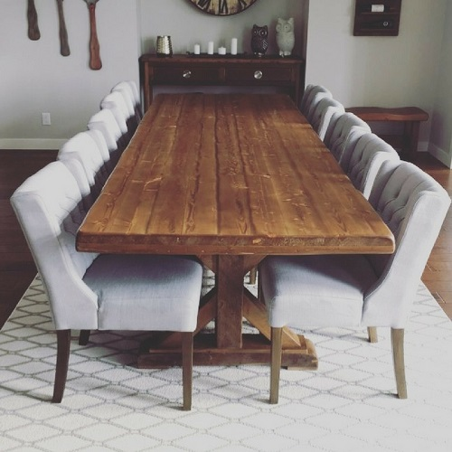 Farm House Pedestal Dining Table giving off a sheek dining look